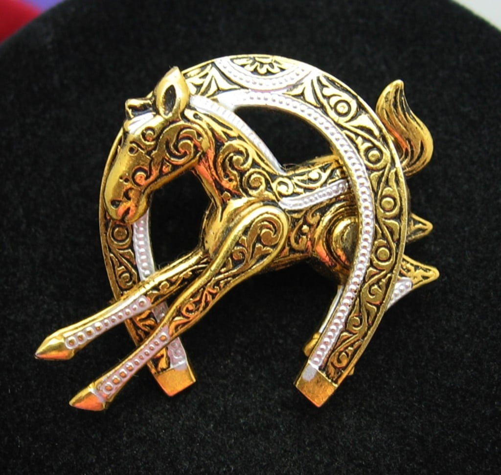HORSE Colt Through HORSESHOE Vintage BROOCH Damascene Goldtone Pin From SPAIN