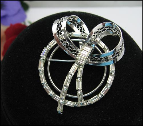 **** SOLD ****STERLING SILVER Rhinestone BOW and CIRCLE BROOCH Vintage PIN